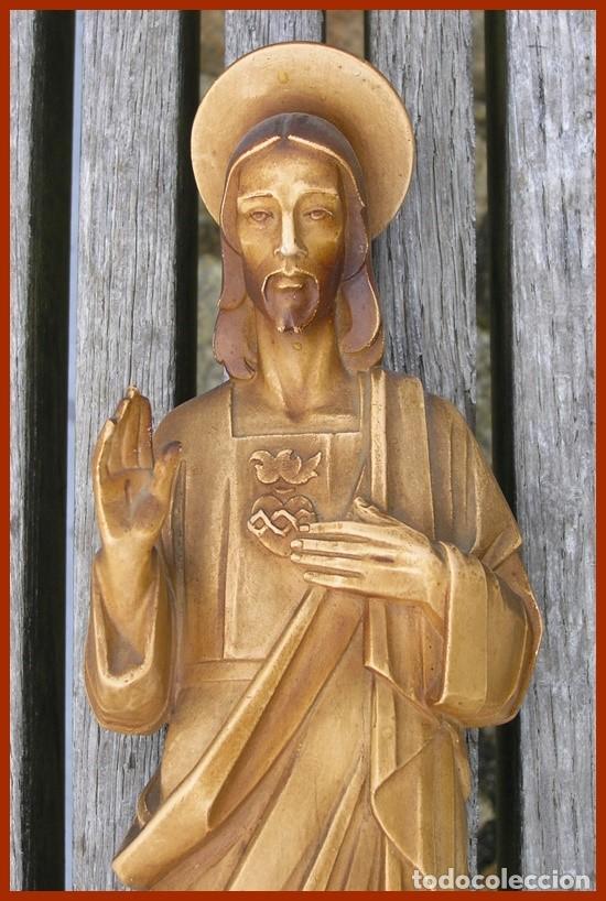 Antigüedades: Precioso Jesús de escayola hueca + peana...medidas 40 cms + la peana - Foto 3 - 118214759