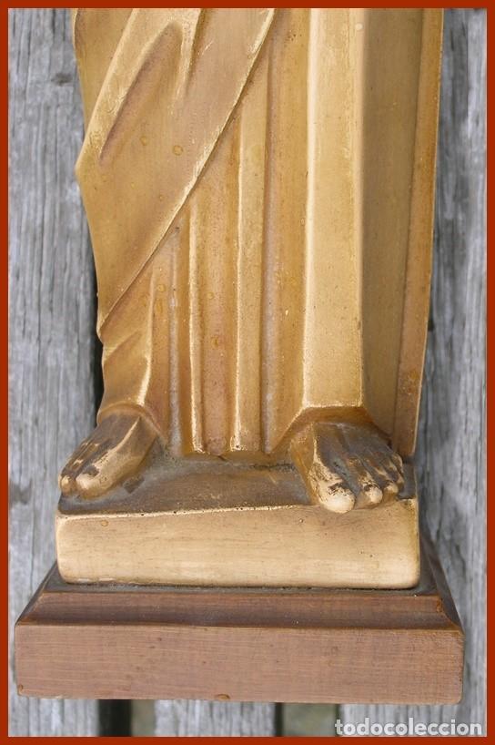 Antigüedades: Precioso Jesús de escayola hueca + peana...medidas 40 cms + la peana - Foto 4 - 118214759