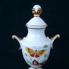 Antigüedades: JARRON DE PORCELANA SANBO. Lote 118216706