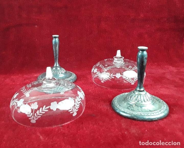 Antigüedades: CONJUNTO DE 6 COPAS DE CRISTAL TALLADO CON BASE DE METAL. CIRCA 1950. - Foto 5 - 118232947