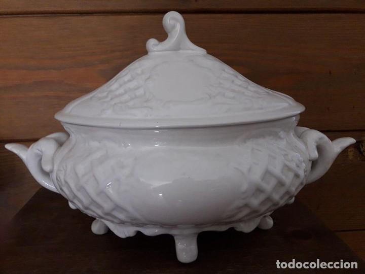 SOPERA BLANCA, MUY BONITA / MIDE : 36 X 24 CMS (Antigüedades - Porcelanas y Cerámicas - Otras)