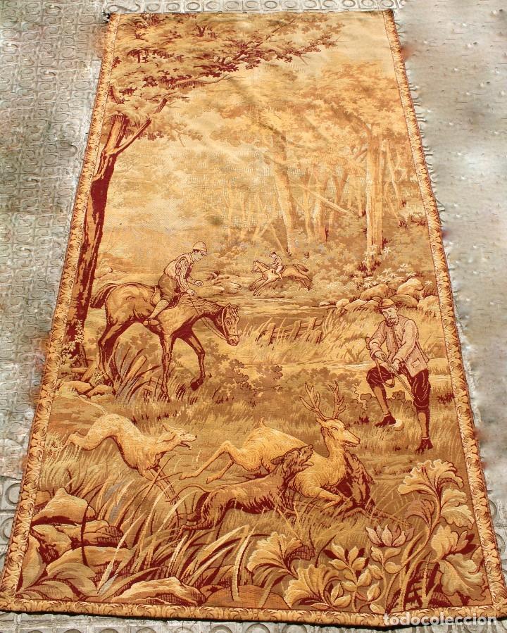 TAPIZ DE PARED CON IMAGEN DE CAZA ECUESTRE.SIGLO XX (Antigüedades - Hogar y Decoración - Tapices Antiguos)