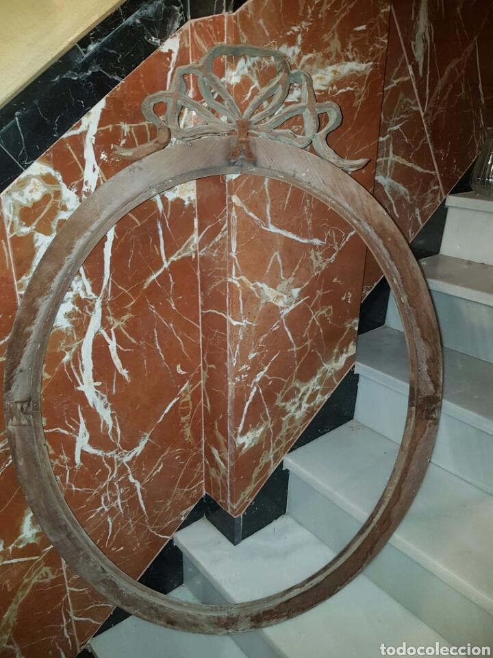 Antigüedades: ANTIGUO MARCO OVALADO CON LAZO REALIZADO EN MADERA TALLADA - Foto 9 - 118278856