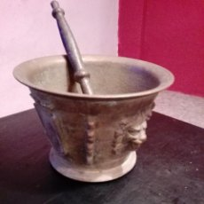 Antigüedades: IMPRESIONANTE ALMIREZ DE BRONCE GRAN TAMAÑO MORTERO CON MANO ENTRE 8 O 9 KILOS DE PESO . Lote 118299799