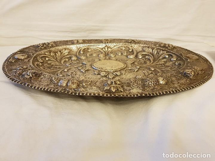 Antigüedades: Bandeja de plata repujada. Punzonado Collar. Siglo XIX - Foto 2 - 118304827