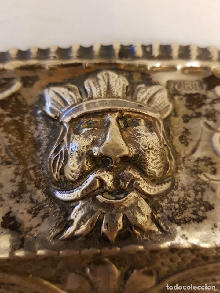Antigüedades: Bandeja de plata repujada. Punzonado Collar. Siglo XIX - Foto 3 - 118304827