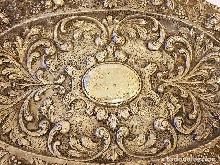 Antigüedades: Bandeja de plata repujada. Punzonado Collar. Siglo XIX - Foto 6 - 118304827