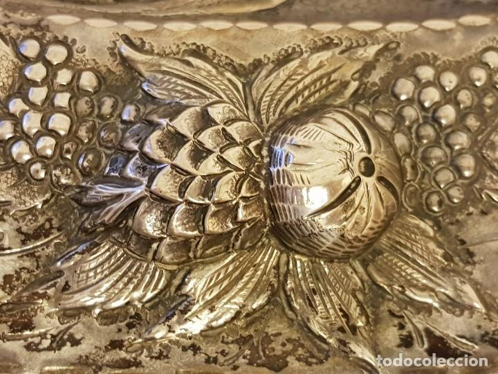 Antigüedades: Bandeja de plata repujada. Punzonado Collar. Siglo XIX - Foto 8 - 118304827