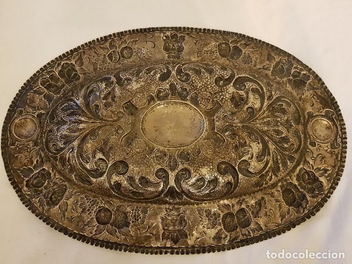 Antigüedades: Bandeja de plata repujada. Punzonado Collar. Siglo XIX - Foto 10 - 118304827