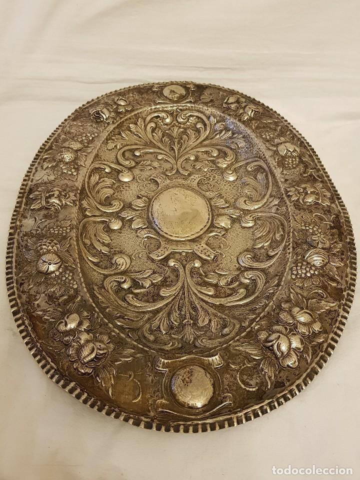 Antigüedades: Bandeja de plata repujada. Punzonado Collar. Siglo XIX - Foto 11 - 118304827