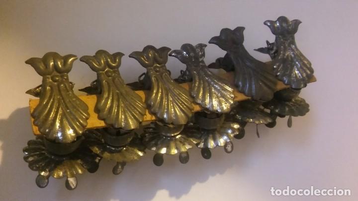 Antigüedades: Antiguos 6 portavelas palmatorias pinzas hojalata adornos árbol navidad s XIX XX - Foto 3 - 118307499