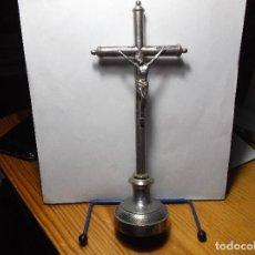 Antigüedades: CRUZ CON UN CRISTO EN METAL. PLATEADO.. Lote 118403607