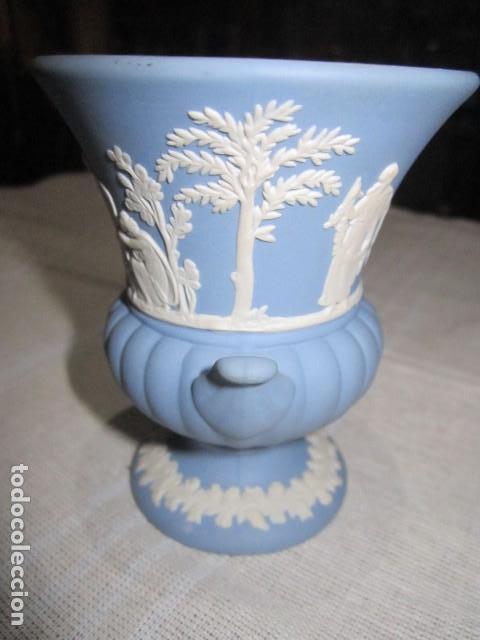 Antigüedades: Jarroncito de porcelana Wedgwood. 8,5 cms. altura x 7 cms. diámetro boca. - Foto 2 - 118430735