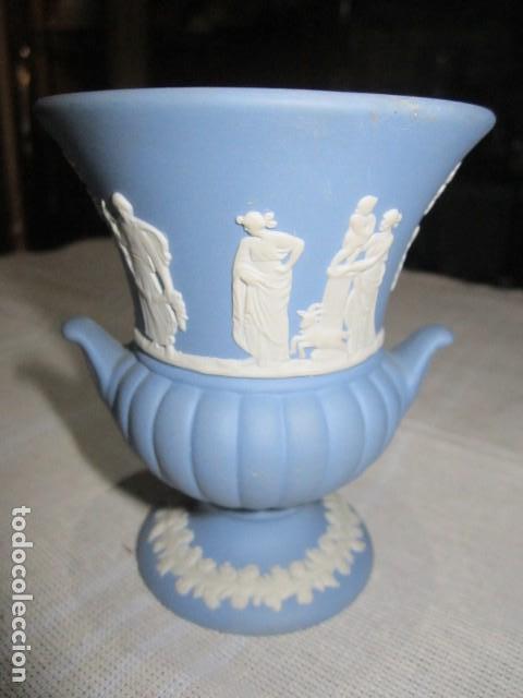 Antigüedades: Jarroncito de porcelana Wedgwood. 8,5 cms. altura x 7 cms. diámetro boca. - Foto 3 - 118430735