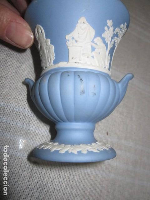 Antigüedades: Jarroncito de porcelana Wedgwood. 8,5 cms. altura x 7 cms. diámetro boca. - Foto 5 - 118430735