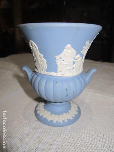 JARRONCITO DE PORCELANA WEDGWOOD. 8,5 CMS. ALTURA X 7 CMS. DIÁMETRO BOCA. (Antigüedades - Porcelanas y Cerámicas - Inglesa, Bristol y Otros)