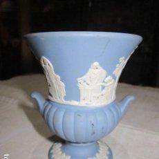 Antigüedades: JARRONCITO DE PORCELANA WEDGWOOD. 8,5 CMS. ALTURA X 7 CMS. DIÁMETRO BOCA.. Lote 118430735