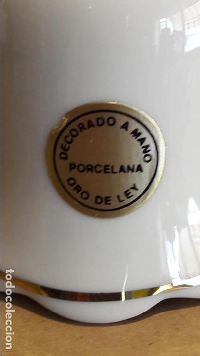 Antigüedades: CAMPANA DE PORCELANA Y ORO / BODA REAL PRINCIPE DE ASTURIAS Y DOÑA LETIZIA / 11.5 CM ALTO X 7 Ø - Foto 2 - 118465435