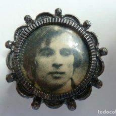 Antigüedades: PORTAFOTOS PEQUEÑO (4,5 CM DE DIÁMETRO). Lote 118468987