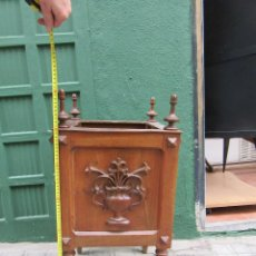 Antigüedades: MACETERO DE MADERA, CON MADERA TALLADA . Lote 118474327