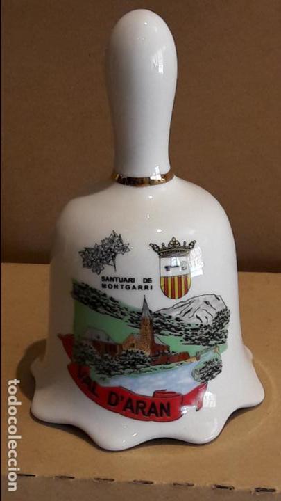 CAMPANA DE PORCELANA / VAL D'ARAN - SANTUARI DE MONT GARRI / 13.5 CM ALTO X 8 Ø (Antigüedades - Hogar y Decoración - Campanas Antiguas)
