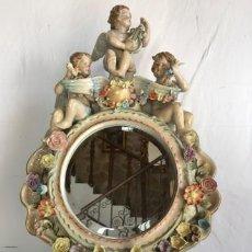 Antigüedades: ESPEJO DE PORCELANA POLICROMADA. Lote 118526595