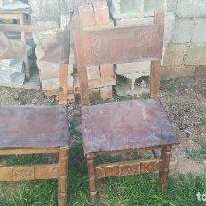 Antigüedades: LOTE 2 SILLAS EN MADERA Y CUERO ORIGINALES. Lote 118544603