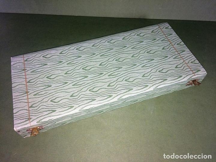 Antigüedades: SET DE TRINCHAR CARNE. PLATA DE 800/1000. HOJAS METAL CHAPADO ORO. ESPAÑA. CIRCA 1950 - Foto 2 - 118562727