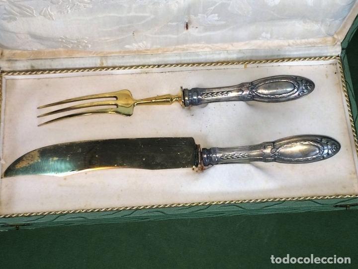 Antigüedades: SET DE TRINCHAR CARNE. PLATA DE 800/1000. HOJAS METAL CHAPADO ORO. ESPAÑA. CIRCA 1950 - Foto 3 - 118562727