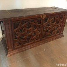 Antigüedades: EXTRAORDINARIO ARCON DE LACERIA MUDEJAR. Lote 118585119