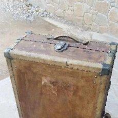 Antigüedades: ANTIGUA MALETA BAÚL.. Lote 118654115