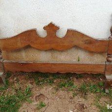 Antigüedades: CABECERO CAMA MADERA PEQUEÑA. Lote 118663911