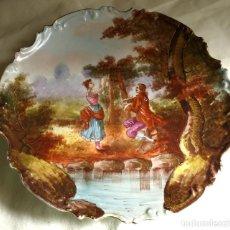 Antigüedades: PLATO ANTIGUO DE PORCELANA, ESCENA GALANTE. TIPO LIMOGES. Lote 118700095