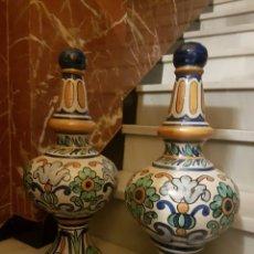 Antiquitäten - MUY BONITA PAREJA DE REMATES ANTIGUOS REALIZADOS EN CERAMICA Y PINTADOS A MANO - 118704356