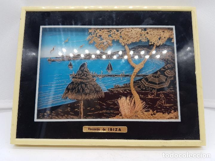 Antigüedades: Bonito cuadro antiguo ibizenco con paisajes de la isla y fondo en corcho tallado. - Foto 2 - 118728203