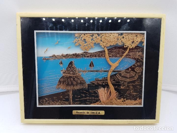 Antigüedades: Bonito cuadro antiguo ibizenco con paisajes de la isla y fondo en corcho tallado. - Foto 3 - 118728203