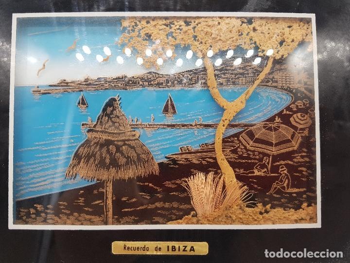 Antigüedades: Bonito cuadro antiguo ibizenco con paisajes de la isla y fondo en corcho tallado. - Foto 4 - 118728203