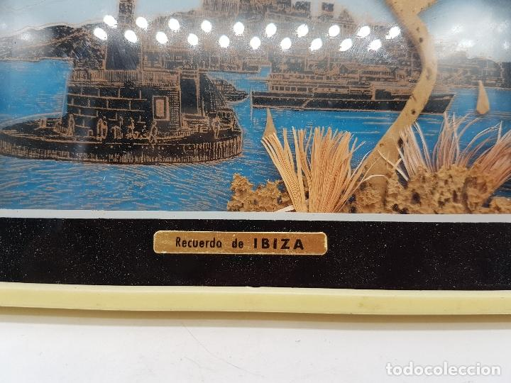 Antigüedades: Bonito cuadro antiguo ibizenco con paisajes de la isla y faondo en corcho tallado. - Foto 3 - 118728287