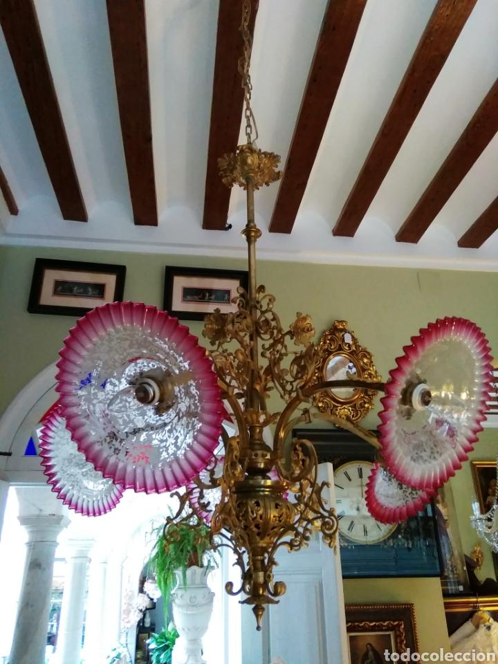 Antigüedades: Lámpara art nouveau, bronce dorado y tulipas de cristal - Foto 2 - 118792359