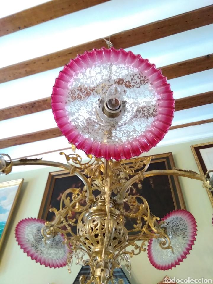 Antigüedades: Lámpara art nouveau, bronce dorado y tulipas de cristal - Foto 5 - 118792359
