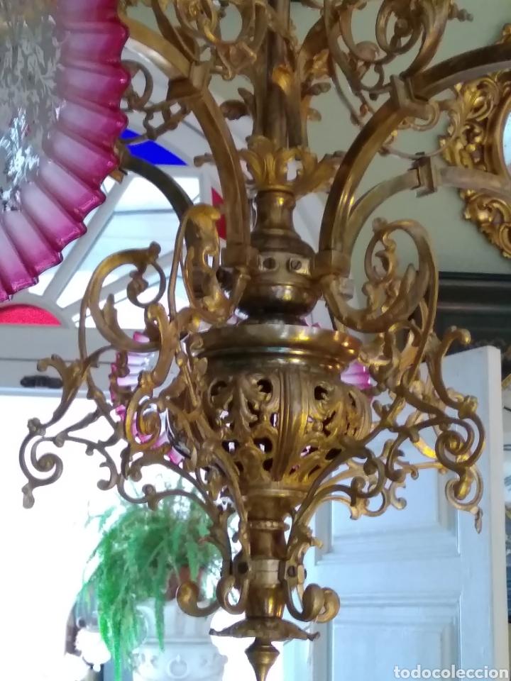 LÁMPARA ART NOUVEAU, BRONCE DORADO Y TULIPAS DE CRISTAL (Antigüedades - Iluminación - Lámparas Antiguas)
