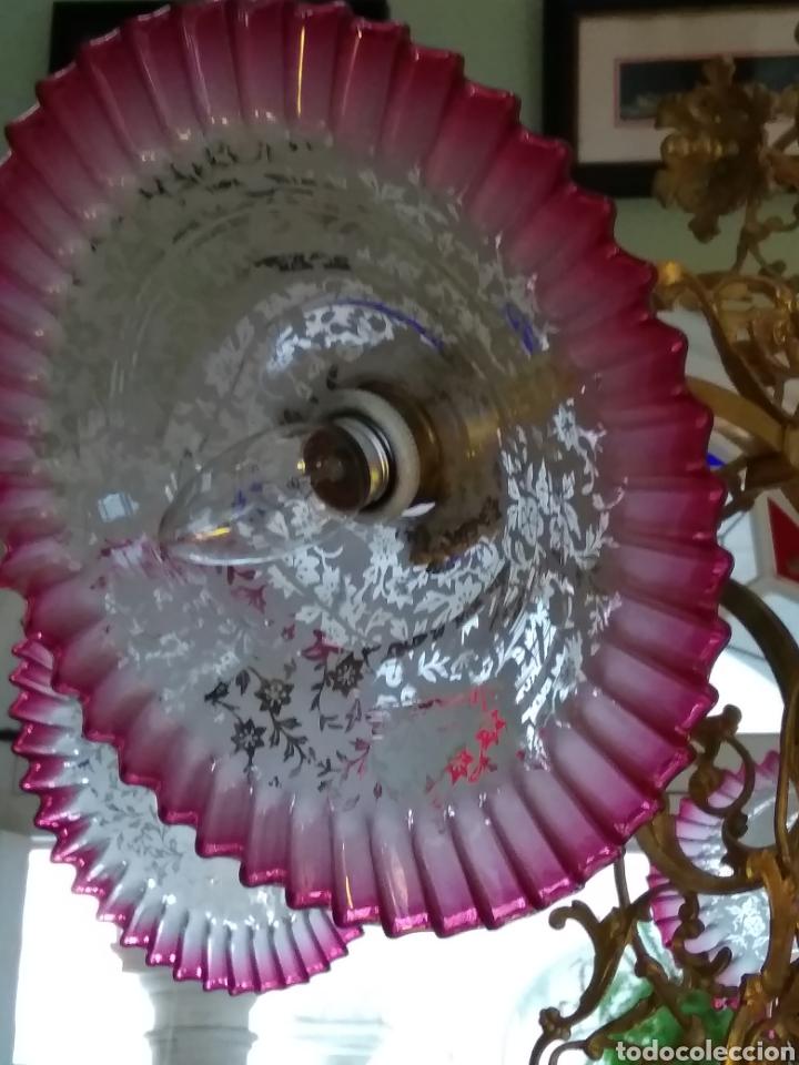 Antigüedades: Lámpara art nouveau, bronce dorado y tulipas de cristal - Foto 6 - 118792359