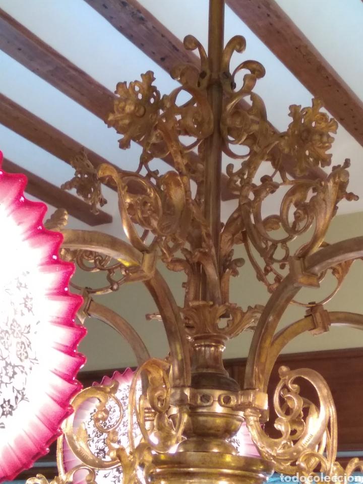Antigüedades: Lámpara art nouveau, bronce dorado y tulipas de cristal - Foto 7 - 118792359