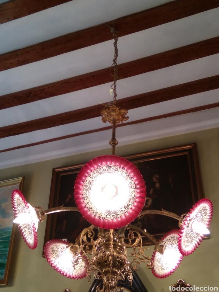 Antigüedades: Lámpara art nouveau, bronce dorado y tulipas de cristal - Foto 11 - 118792359
