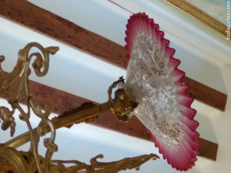 Antigüedades: Lámpara art nouveau, bronce dorado y tulipas de cristal - Foto 15 - 118792359