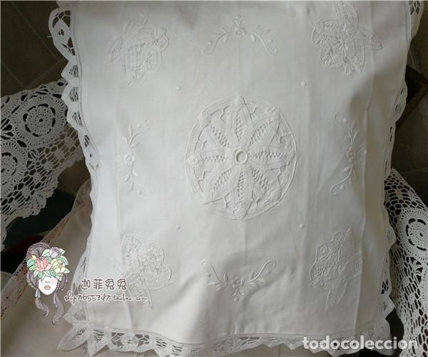 Antigüedades: Preciosa funda cojin. años 80 Encajes brujas y bordado a mano.40x40 blanco. nuevo - Foto 3 - 284408638
