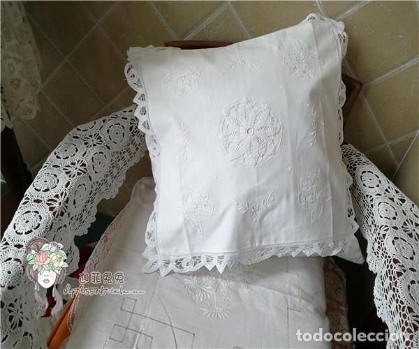 Antigüedades: Preciosa funda cojin. años 80 Encajes brujas y bordado a mano.40x40 blanco. nuevo - Foto 4 - 284408638