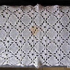 Antigüedades: ANTIGUO TAPETE GANCHILLO.39X29 CMS. BLANCO . MANCHADO . Lote 118900915