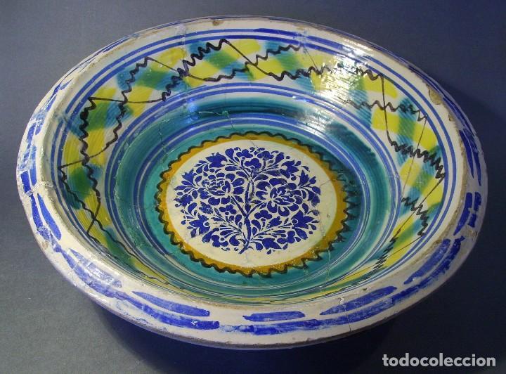 Antigüedades: ROTUNDO LEBRILLO CERÁMICA DE TRIANA XIX - Foto 2 - 118901455