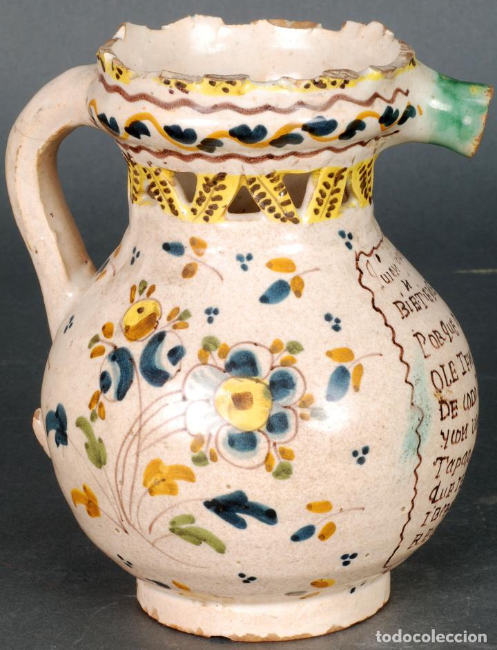 Antigüedades: Jarra burladera inscrita de cerámica esmaltada de Talavera finales del siglo XVIII - Foto 3 - 118910719